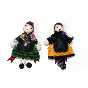 Broche muñeca regional