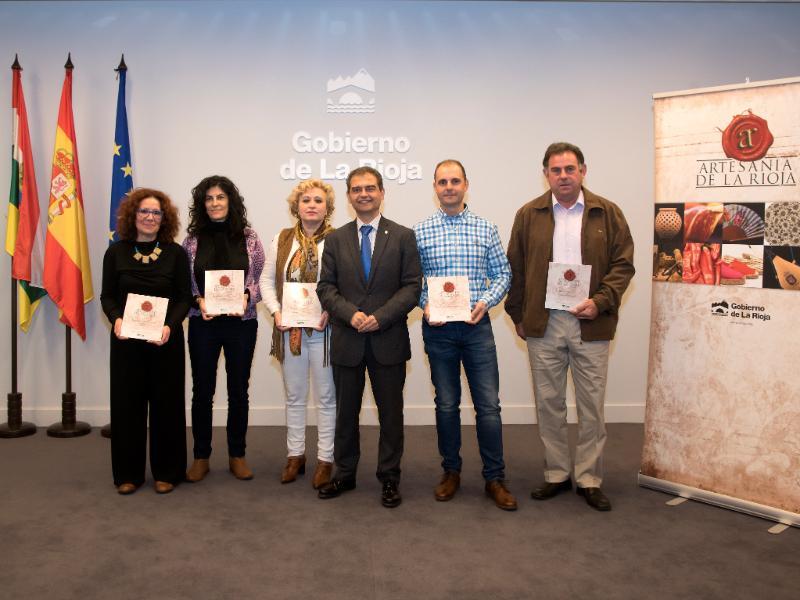Julio Herreros ha entregado hoy 13 carnés de artesanos a empresas y artesanos individuales; 11 nuevos y 2 renovaciones