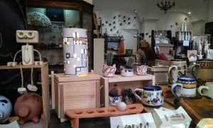 Cerámica y guarnicionería artesanal en La Plazuela de Barriocepo